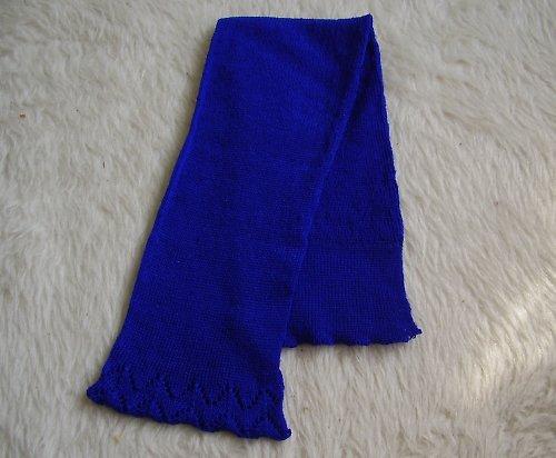 Modrá šálka s krajkovými lemy