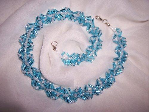 Svěle modrý náhrdelník
