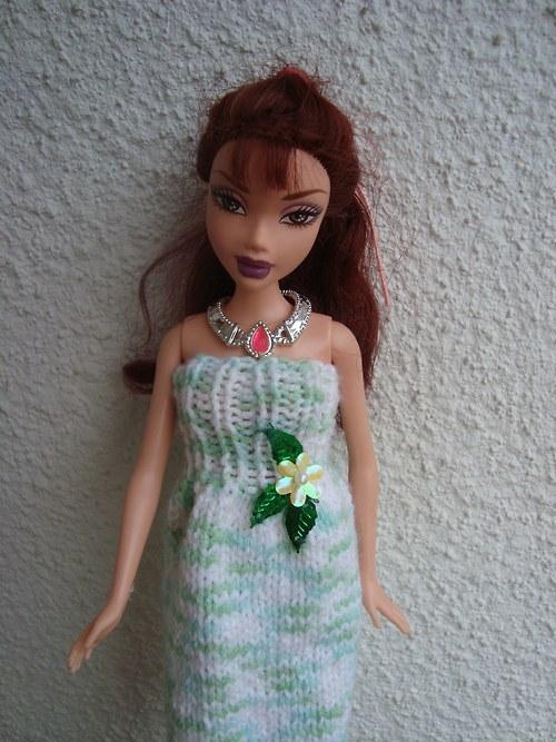 Pletené šaty zdobené kytičkou - VÝPRODEJ