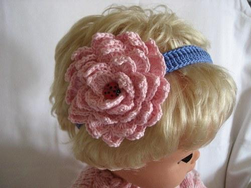 Háčkovaná čelenka s kytkou - světle růžová/modrá