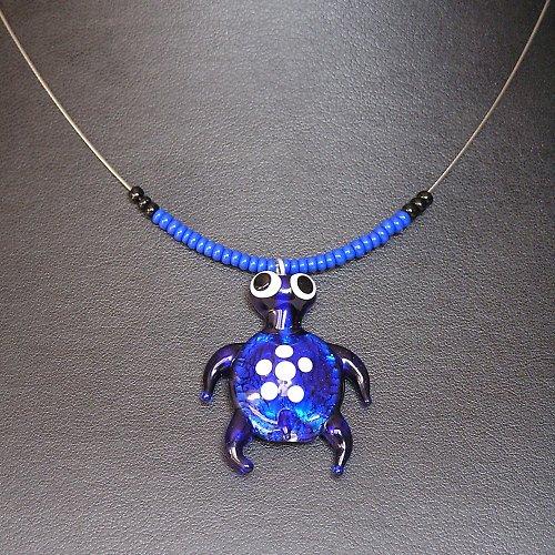 Náhrdelník -  želva modrá