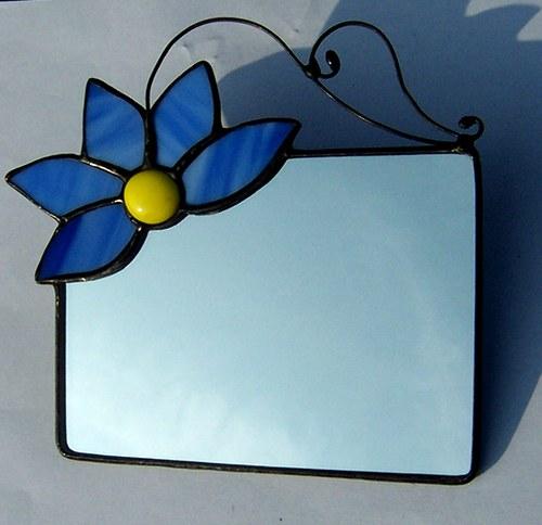 Zrcátko s modrým květem