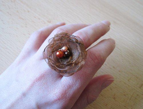 Tmavěhnědý prstýnek