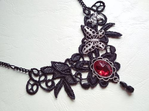Krajkový náhrdelník