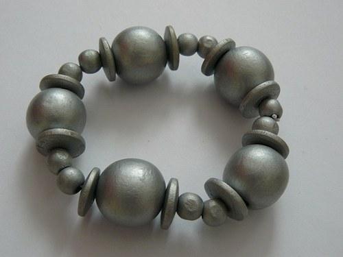 Stříbrné dřevěné koule