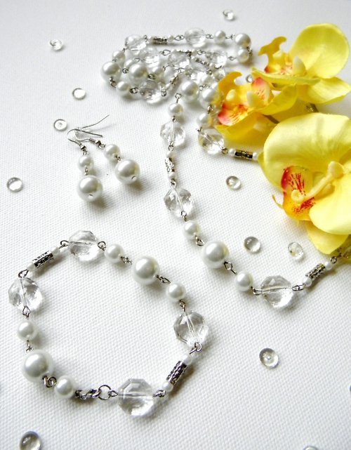 Bílé perličkování...Korále, náramek, náušnice.