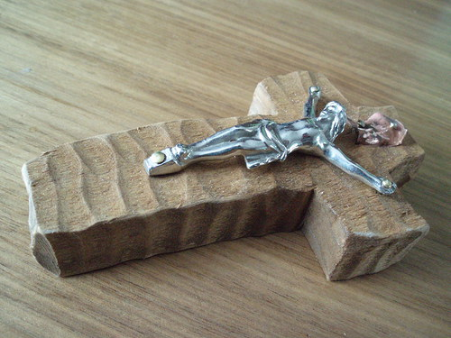 Křížek s kovovým Kristem
