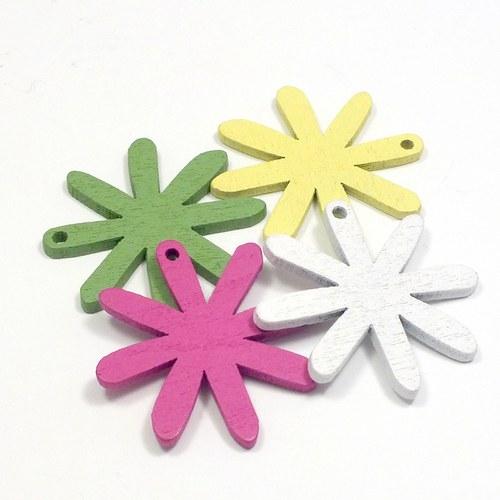 Dřevěný přívěsek - květinka 4 ks, 4 barvy