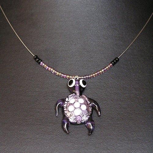 Náhrdelník -  želva fialová