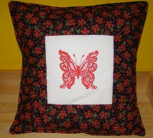 Polštářek s výšivkou motýla