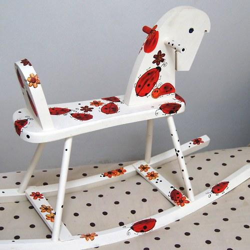 Malovaný houpací koník - sedmitečný
