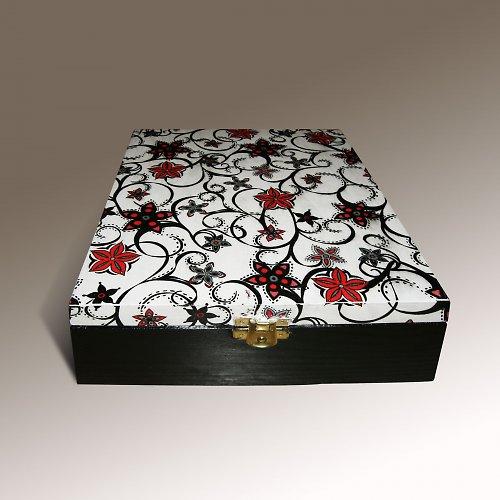 Čajová krabička s ornamenty