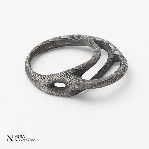 Prsten Kořen patinované stříbro