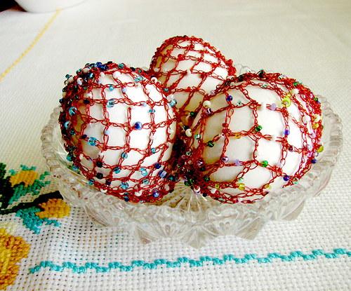 Netradičně zdobená vajíčka - háčkovaný drátek
