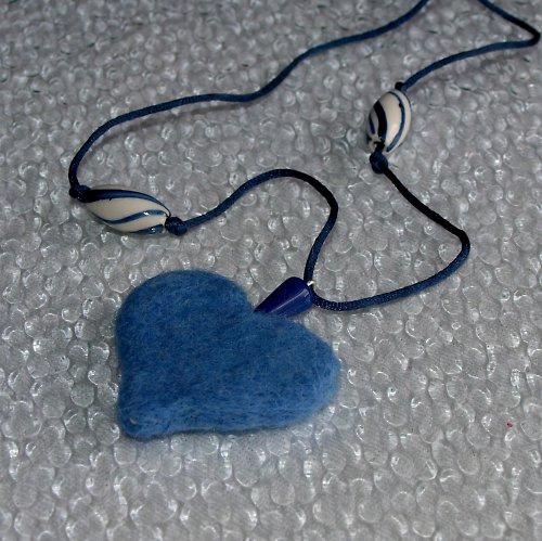 Modré srdce s porcelánem - náhrdelník
