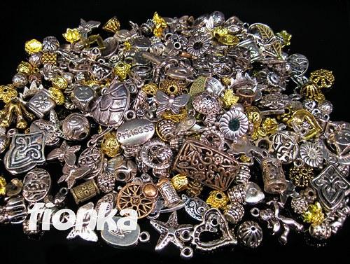 547, Směs kovových komponentů 60g/39,-