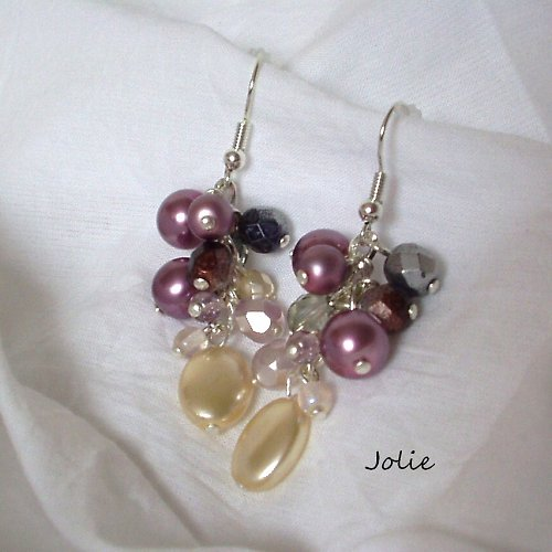 Náušnice z borůvkových perel.