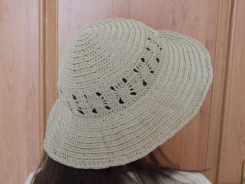 Dámský háčkovaný klobouk se širokou krempou -návod
