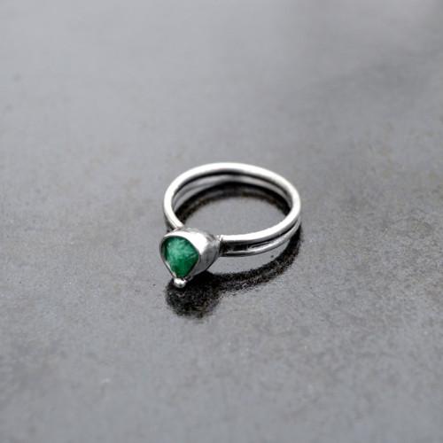 Prsten se surovým tsavoritem