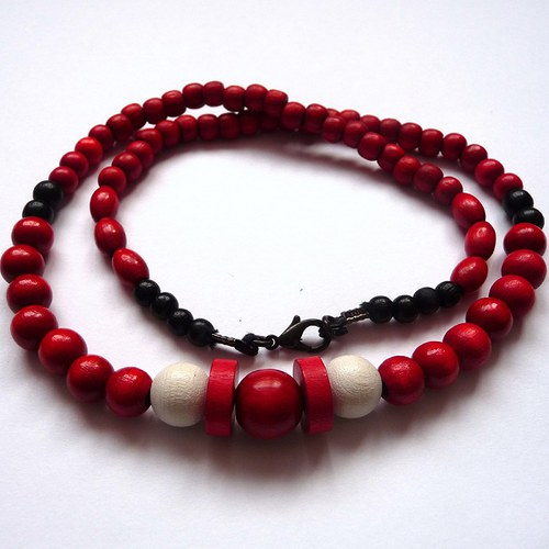 Červený náhrdelník - dřevěný (10)