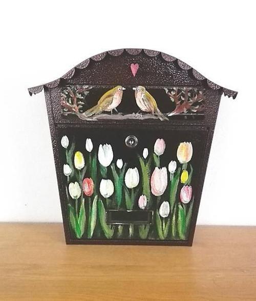 tulipánová s vtáčikmi