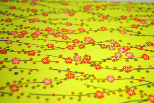 Handmade papír - Drobné kvítky na světle zelené