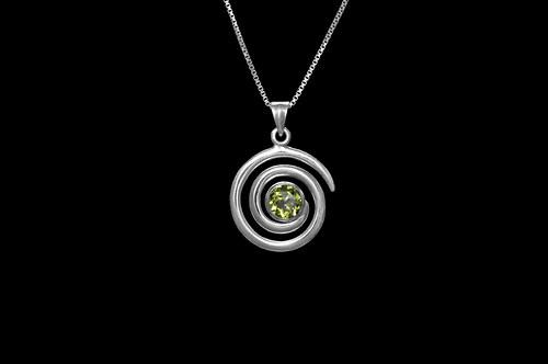 Stříbrný přívěsek s olivínem