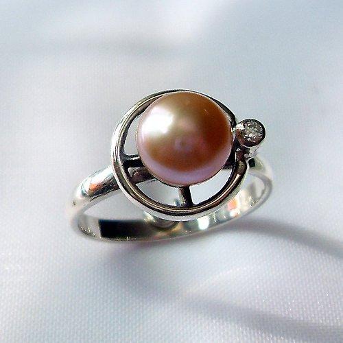 Prsten «Afrodita» - přírodní růžová perla, stříbro
