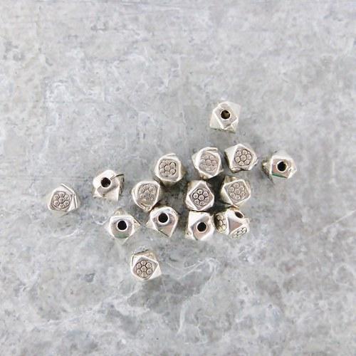 Malé korálky - 10 kusů