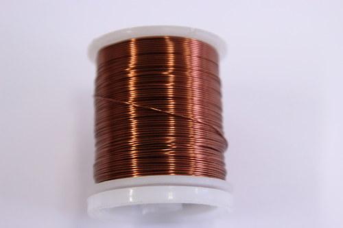 Měděný drátek 0,5mm - hnědý, návin 19-21m