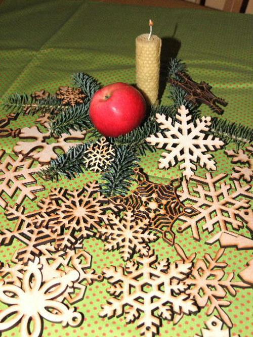 Vánoční dřevěné ozdoby VLOČKY-18 druhů-velikost L