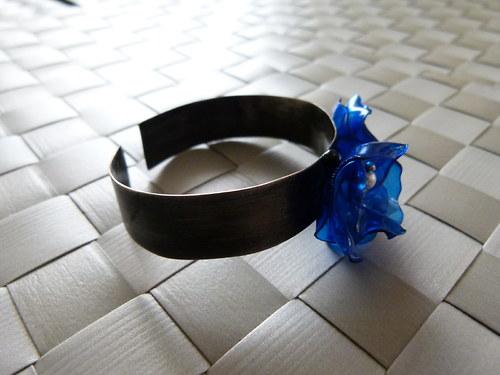 Modrý květ - náramek
