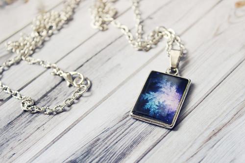 Oboustranný náhrdelník z křišťálové pryskyřice