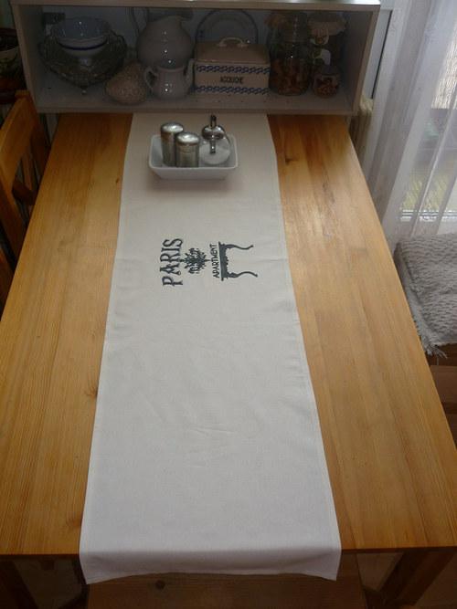 Běhoun na stůl s ručním písmem (inspirace)