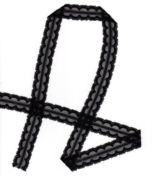 Černá krajka na tylu-plastický proužek uprostřed
