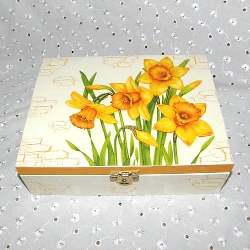 Narcisková krabička na čaj
