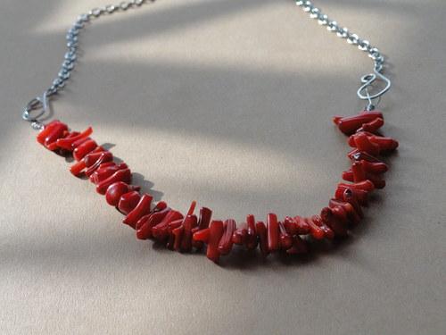 náhrdelník s červeným korálem