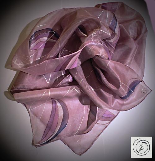 Abstrakce s fialovým nádechem