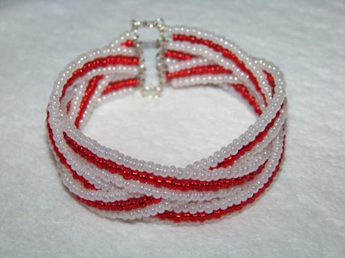 bílo červený propletenec