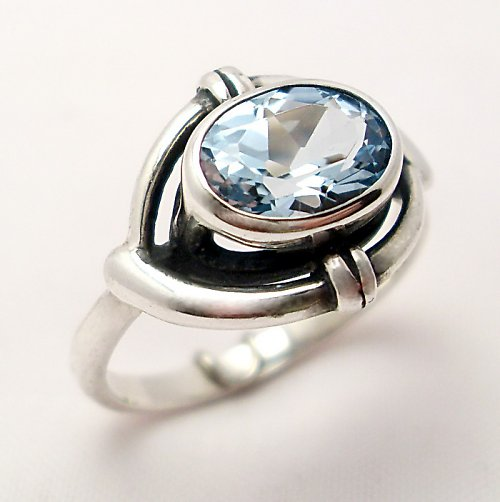 Prsten «Ovál» - stříbro 925, modrý topaz