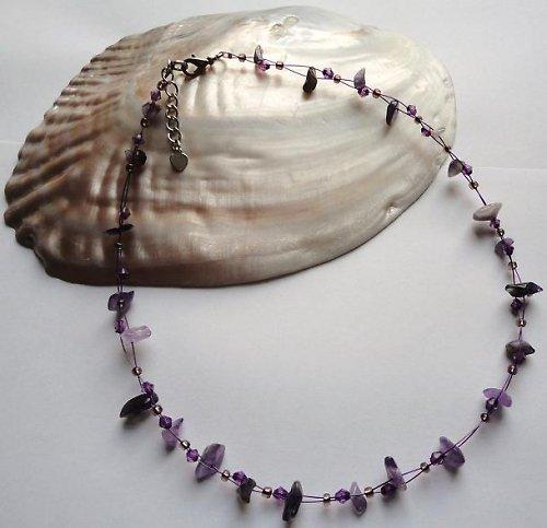 Elegantní náhrdelník z minerálu ametyst