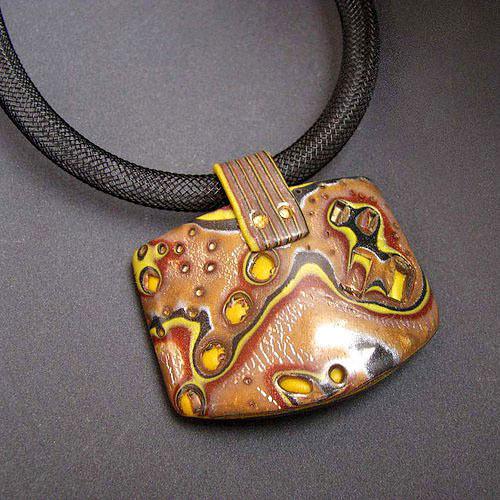 Nugátový - náhrdelník