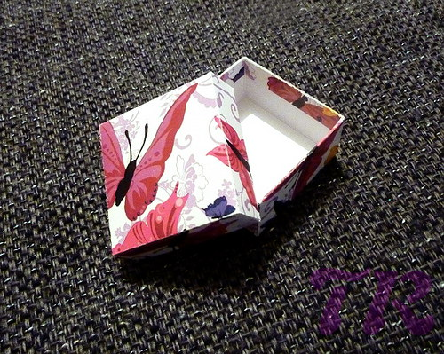 Motýlí dárková krabička