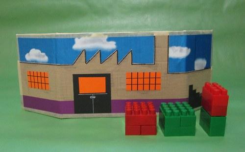 Továrna- hrací paravan z papíru