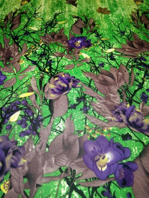 Úplet květinový vzor v bordurách zelený