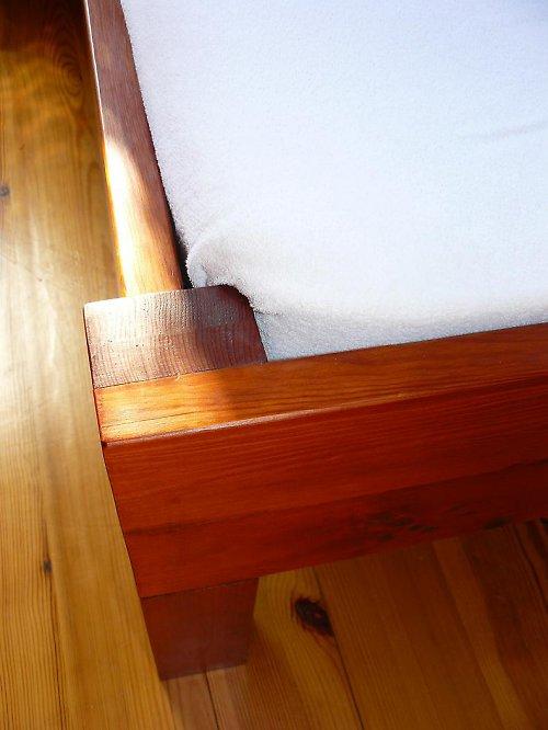 Masivní postel P
