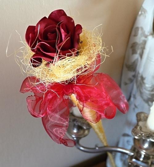 Růže v kornoutku
