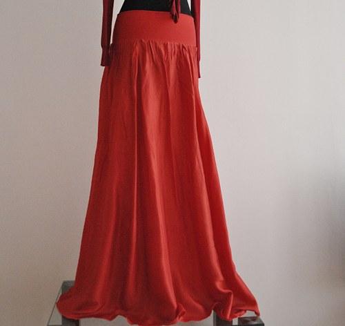 Červená je přeci sexy :-)...dlouhá hedvábná sukně