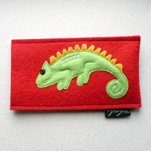 obal s chameleonem