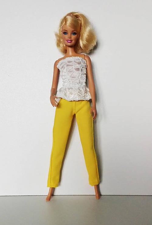 Krémový korzet pre Barbie